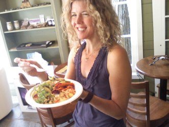 Robin McQueen enjoying her macro and raw lunch at 02 Cafe